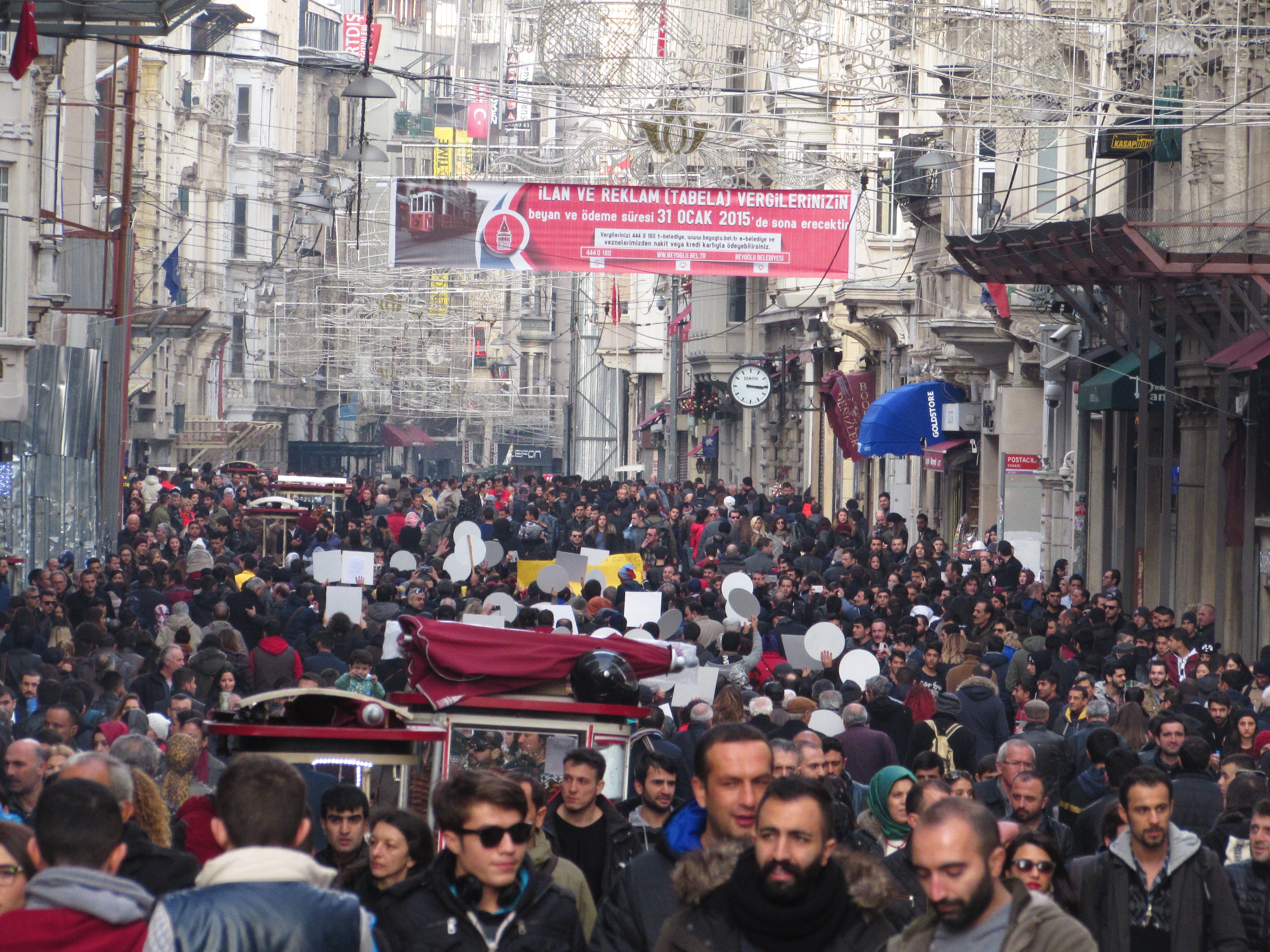 The crowd on Istiklal Street